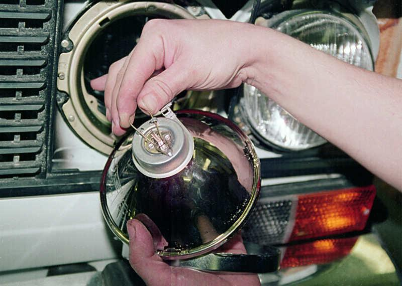 Как поменять лампочку на ваз 2106