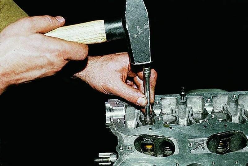 Как самому поменять маслосъемные колпачки на приоре