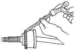Снятие ротора датчика антиблокировочной системы тормозов с приводного вала