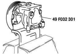 Установка насоса гидроусилителя в тисках с мягкими губками