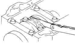 Измерение бокового зазора нижней головки шатуна