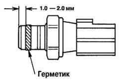 Место нанесения герметика на резьбу датчика давления масла