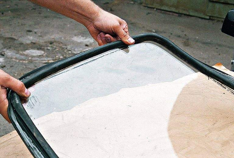 Резиновые уплотнители боковых стекол авто