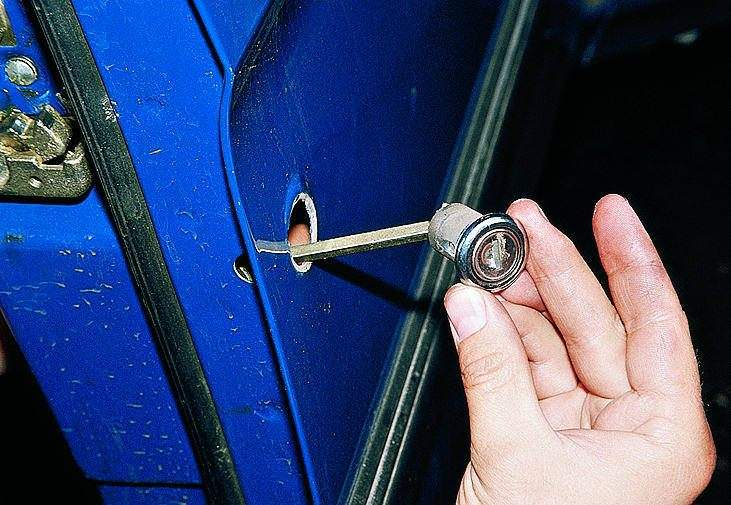 Смена замка в двери