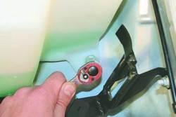 Снятие и установка бачка омывателя ветрового стекла