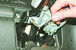 Снятие и установка выключателя (замка) зажигания