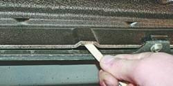 Прочистка дренажных отверстий кузова