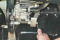 Проверка и регулировка натяжения ремня привода насоса гидроусилителя рулевого управления