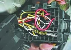 Снятие и установка блока реле и предохранителей фар и кондиционера