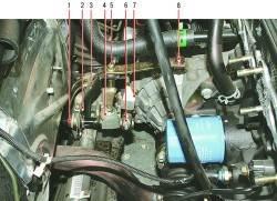 Привод переключения передач (для наглядности снята впускная труба)