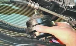 Замена передней опоры подвески силового агрегата