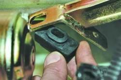 Замена троса привода выключения сцепления