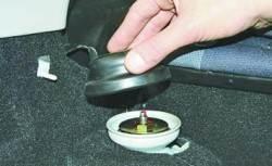 Снятие и установка амортизаторной стойки задней подвески