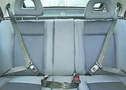 Ремни безопасности на задних сиденьях