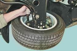 Осмотр и проверка рулевого управления на автомобиле