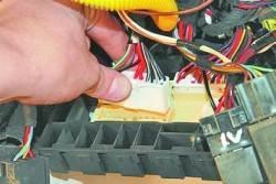 Снятие и установка монтажного блока салона