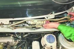 Снятие, разборка и установка очистителя ветрового стекла