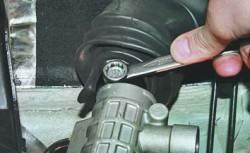 Снятие и установка поперечины передней подвески