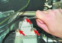 Замена правой задней опоры подвески силового агрегата