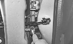 Замена ограничителя открывания передней двери