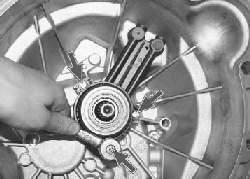 Замена рабочего цилиндра привода выключения сцепления с подшипником выключения сцепления