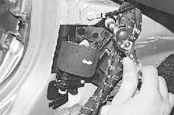Снятие, установка и регулировка замка капота, его привода, защелки и предохранительного крючка