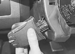 Снятие и установка дистанционного пульта управления аудиосистемой