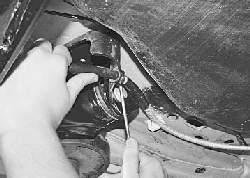 Замена задних тросов привода стояночного тормоза