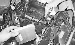 Снятие и установка кронштейна полки крепления аккумуляторной батареи