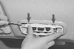 Замена переднего плафона освещения салона