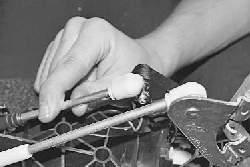 Снятие и установка кулисы рычага управления коробкой передач
