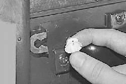 Снятие и установка обивки передней двери