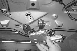 Замена моторедуктора стеклоочистителя окна двери задка