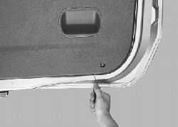 Снятие и установка обивки двери задка