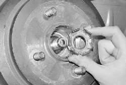 Снятие и установка тормозного барабана