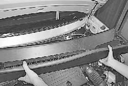 Снятие и установка решетки короба воздухопритока