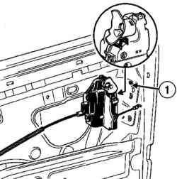 Надевание замка на крючок короба двери