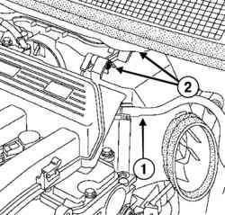 Отсоединение вакуумного шланга усилителя тормозов