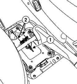 Отсоединение тросов привода стояночного тормоза в зоне рычага привода