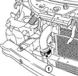 Отсоединение отводящего трубопровода воздуховоздушного охладителя