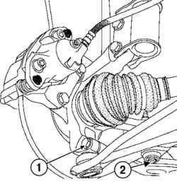 Откручивание нижних креплений рычага передней подвески