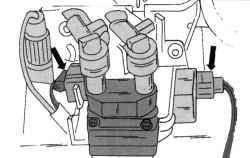 Штекеры катушки зажигания (слева) и помехоподавляющего конденсатора (справа)