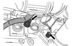 Расположение штекерных колодок для масляного переключателя давления и датчика детонационного сгорания топлива
