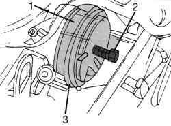 Использование съемника для снятия ременного шкива на распределительном валу