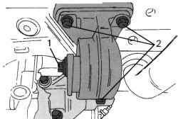 Левый упор от проворачивания (на автомобилях с механической коробкой передач)