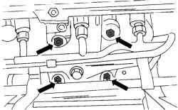 Места крепления выпускного коллектора к каталитическому нейтрализатору (16-клапанный двигатель, до конца 1998 г.)
