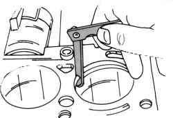 Контроль зазора замка поршневого кольца с помощью щупа