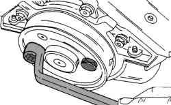 Установка диском заднего уплотнительного кольца во фланец уплотнительного кольца