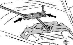Крепление задних тросов стояночного тормоза