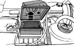 Направление снятия элемента воздушного фильтра на двигателе V6